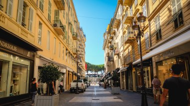 Sep16 | A high-street near Nice coast line